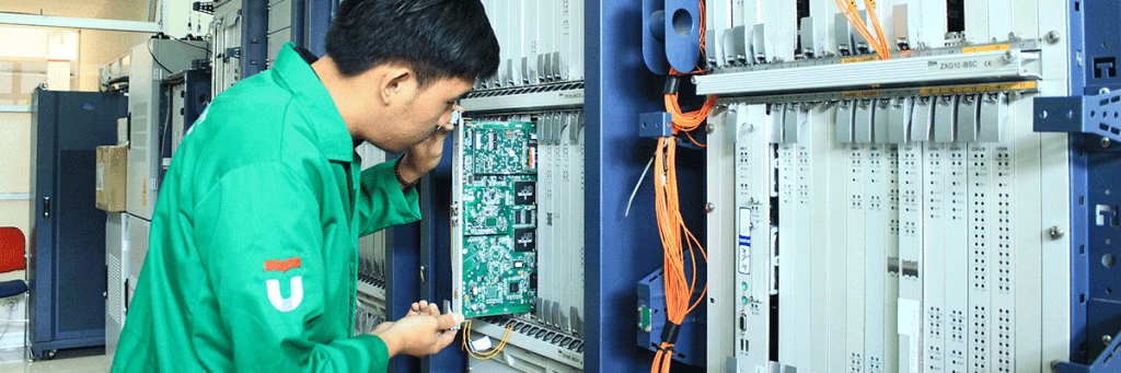 Maintenance server oleh asissten laboratorium